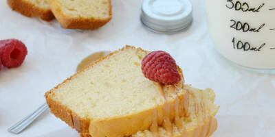 Lemon and almond loaf cake